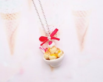 necklace vanilla and strawberry ice cream cup
