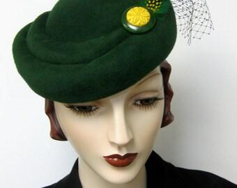 1940's French SculptedToque/ Emerald