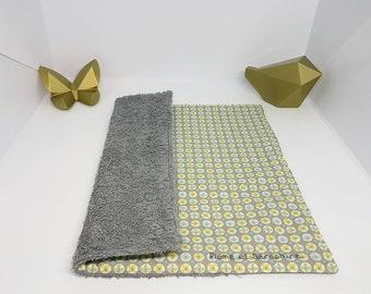 Serviette de table, serviette de cantine doublée. Serviette enfant en éponge et coton fantaisie, zéro déchet. Motifs géométriques pastel