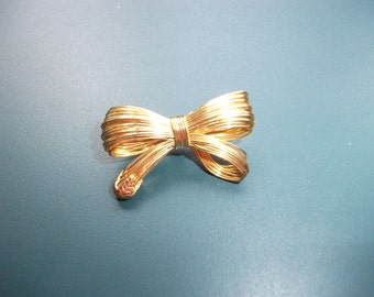 Vintage Les Bernard Inc Wire Bow Brooch Pin