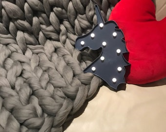 Arm Knitted Blanket - Woolly Mahoosive / Dove Grey / Vegan Friendly / Hypoallergenic / Machine Washable / Super Chunky / Extreme knitting