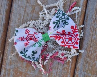 """4"""" Christmas hair bow, alligator clip, holiday hair bow,snowflake hair bow"""