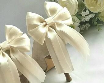 Shoe clips, wedding shoe clips, ribbon shoe bows, wedding,shoe accessory,bridal shoe bow, satin, ivory,white, long tails,Uk