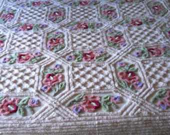 English soft pink  with floral Vintage chenille BEDSPREAD, spread
