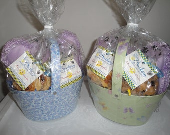 Large Basket-Home Baked All Natural Gourmutt Treats