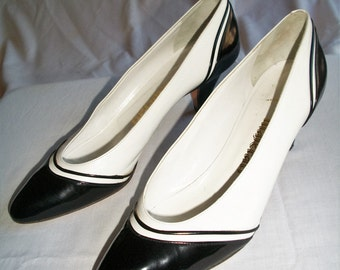 Stylish Vintage 1980's  Black & White Spectator Shoes.  Made In Italy All Leather. Gently Worn Size 8 1/2S. Narrow Width.