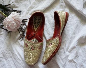 vintage Mumbai embroidered flats | vintage leather flats | vintage embroidered shoes