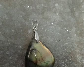 Golden yellow green LABRADORITE 11.78 Gr - drop pendant