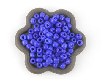20grs (12) 3mm blue seed beads