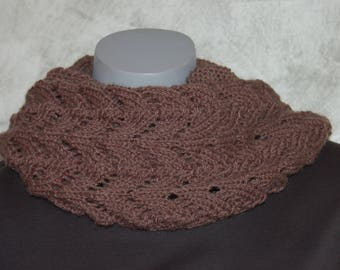 Closed hand or snood with a lace pattern scarf