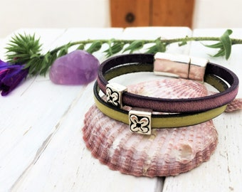 Violet and green leather bracelet