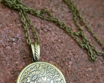 Vintage Style Solid Perfume Locket Necklace