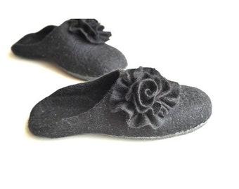 Summer Sale Handmade wool felted slippers - house shoe - black - Gothic