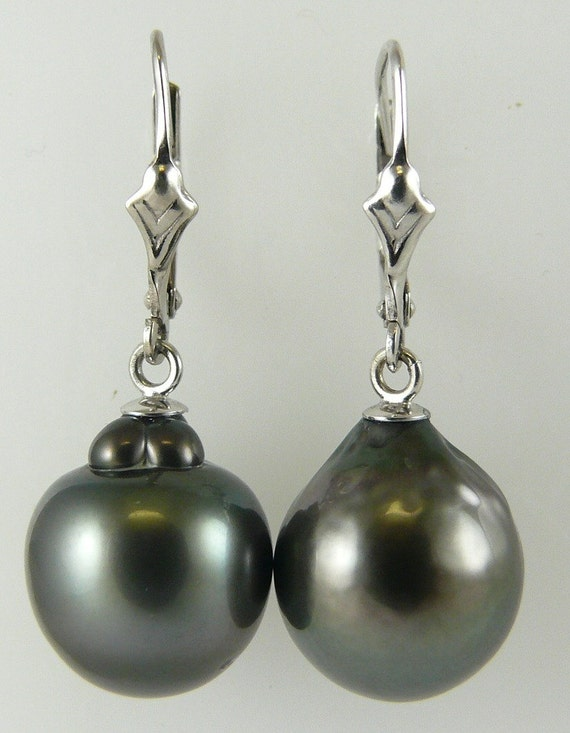 Tahitian Black Pearl 11.9 mm x 13.9 mm Earring 14K White Gold Lever Back