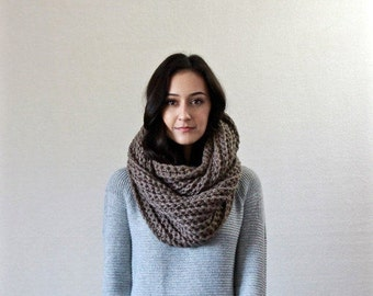 Le Fleur - TAUPE // chunky infinity scarf