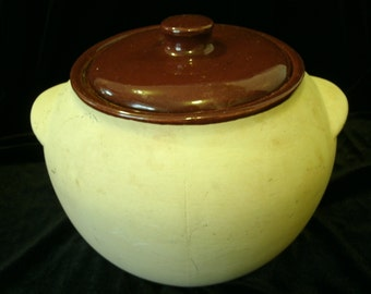 Bean Pot Watt Oven Ware 76 USA bisque pattern