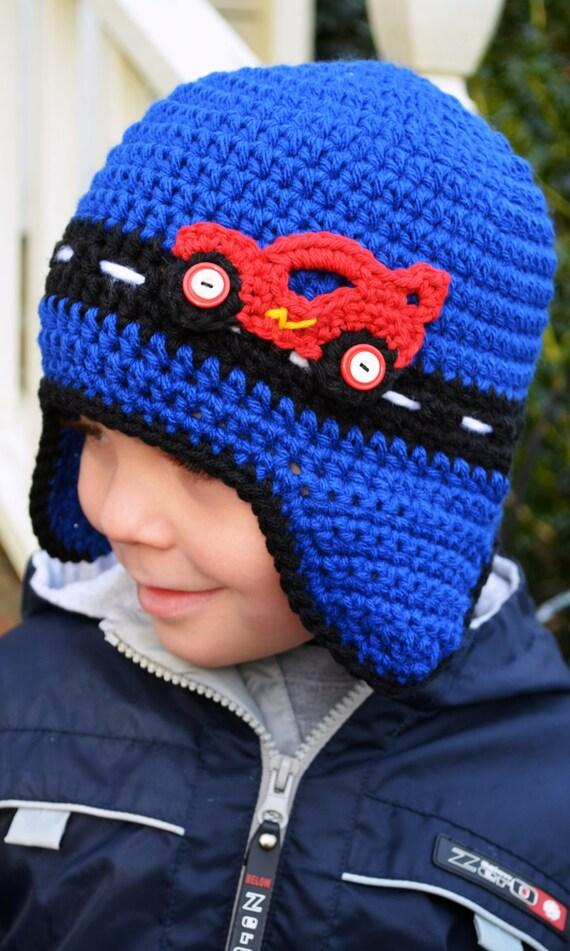 Häkeln Rennen-Auto-Mütze mit Ohrenklappen