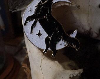 Mitternacht Wolf von Yeiziel - Gold geflochten Glitter hart Emaille Pin - Witchy Mond Wicca dunklen ästhetische
