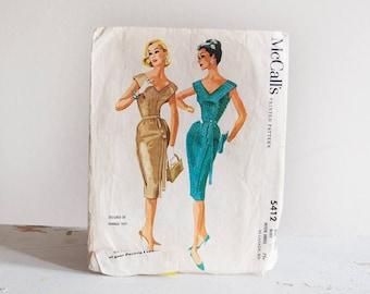 Vintage 1960's Sewing Pattern / McCalls 5412 / Form Fitting Gored V Neck Dress