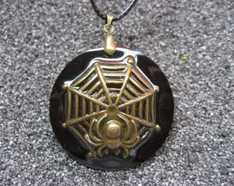 Bronze Steampunk spider pendant on black resin, mounted on a black cord 50cm, with snap closure / diameter 40 mm