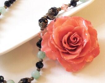 Große echte Rose Halskette - rosa, Statementkette, Blumenkette, echte Blumenschmuck, Naturschmuck, Aqua, schwarz