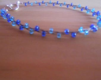 Bracelet trend blue seed beads