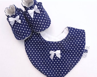 Box with blue cotton bib and baby booties Navy with polka dots-white cotton bib with non-slip slippers baby set