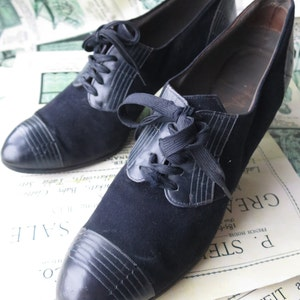 1940's Manfield Navy Suede & Leather Lace up Shoes