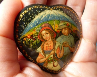 "Hand painted Brooch ""Love is"" Palekh lacquer miniature art,  Russian art, Love, Couple, Lovers, rain"