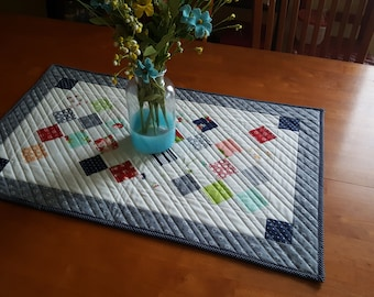 Quilted Patchwork Table Runner, Spring Table Centerpiece,Farmhouse Tablerunner, Quilt Table Decor, Everyday Tablerunner