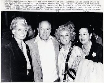 Vintage Wire photograph Bob Hope, Phyllis Diller, Dorothy Lamour, Loni Anderson- Hollywood - dated: 9/3/80