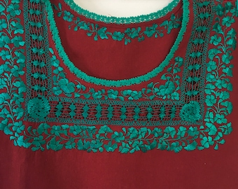 Beautiful embroidered blouse in silk thread, cotton 100%, romance, delicate embroidery, Oaxaca, Mexico