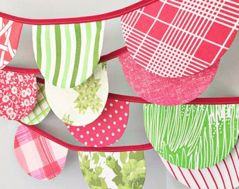 Christmas Bunting - Festive Holiday Banner - Christmas Party Decoration - Party Bunting - Scallop Flag Banner-Christmas Garland - Red Green