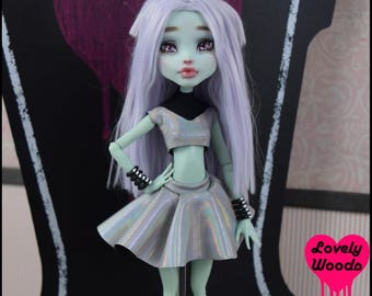 Monster doll Skirt High Fashion Ever After Crop Alien Martian Doll Graphic T-shirt Doll Pastel Goth Punk Rock wiccan witch