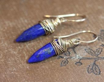Boucles d'oreilles fil d'or enveloppé bleu Pierre Point Spike boucles d'oreilles Boucles d'oreilles bleu Lapis lapis-lazuli