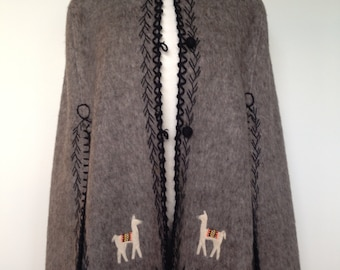 Unique Vintage Wool South American Poncho Cape / In Grey With Lamas / Spring Summer Festivals
