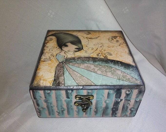 DECOUPAGE WOOD BOX
