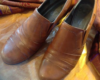 Leather shoes for women Luca FERRI/Size 7 M vintage 1990 all comfort/heel wood 2 1/2 inches