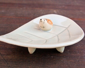 Hedgehog on leaf dish with 3 legs ring holder ceramic trinket plate pottery salt dish condiment mothers day anniversary engagement wedding