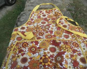 Vintage M & S apron, St michael cotton apron, sunflower retro apron, retro home, campervan, caravan, glamping