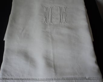 Stunning French Vintage pure linen embroidered sheet (05567)