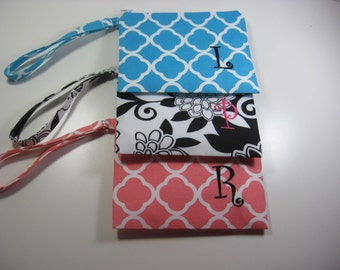Personalized Bridesmaid Gift - Set of 6 Wristlet - Zipper Pouch- Personalized Clutch  - Small