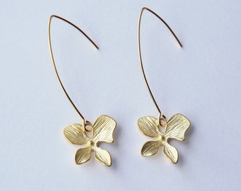 Pretty Gold Flower Linear Earrings