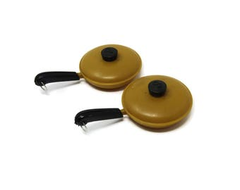 Vintage Plastic Frying Pan Salt and Pepper Shakers, Collectibles Retro 1950s Kitchen, Retro Skillet
