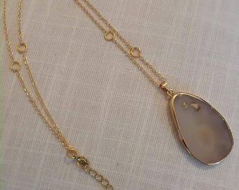 Polished agate pendant necklace