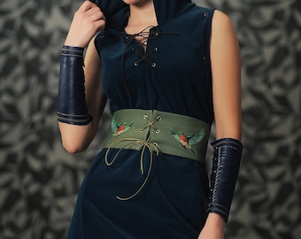 Women medieval dress Elf costume/Dark blue elf costume with birds embroidery corset belt and leather bracers/Cosplay medieval elf