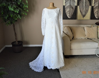 """SALE 50's -60's Wedding Gown,Train,Size 8 Dress,White lace Ivory Embellished,Angelair Monika,Excellent Cond,Empire Waist, 33"""" chest"""