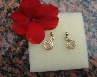 Elegant earrings in gold 585 (14 K) with spiral pendant!