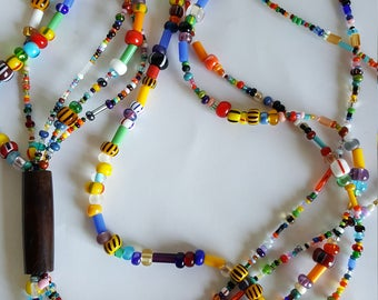 Multicolor multirank in beads of glass and wood necklace