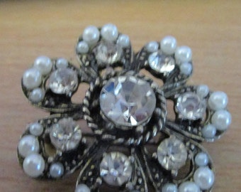vintage silver/blacktone floral brooch with large clear centre stone,7 smaller stones,28 faux pearls, good condition